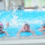 1408 – ARTICLE -La-natation-un sport-complet pour-votre-enfant